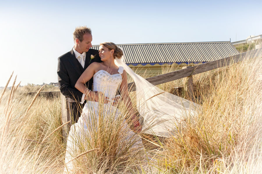beach box photography - wedding couples - romantic style